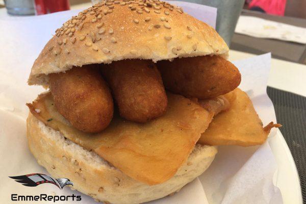 Il panino con le panelle,  l'incontrastato protagonista dello Street food palermitano