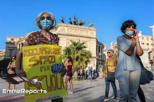 """""""Priorità alla scuola"""": genitori, insegnanti e Sindacati manifestano a Palermo"""