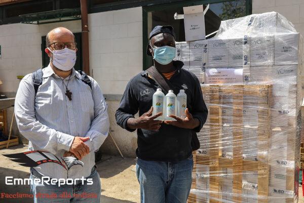 AIUTIamo: donati prodotti per l'igiene alla Missione di Biagio Conte