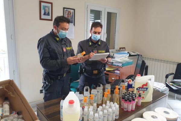 Fiamme Gialle: sequestrati 785 kg di prodotti ortofrutticoli e 165 articoli per la casa