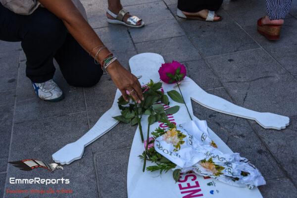 Nessuno tocchi Rosalia, un fiore per ricordare le vittime di femminicidio