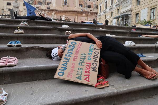 Palermo, azione di Extinction Rebellion per un Pianeta sano
