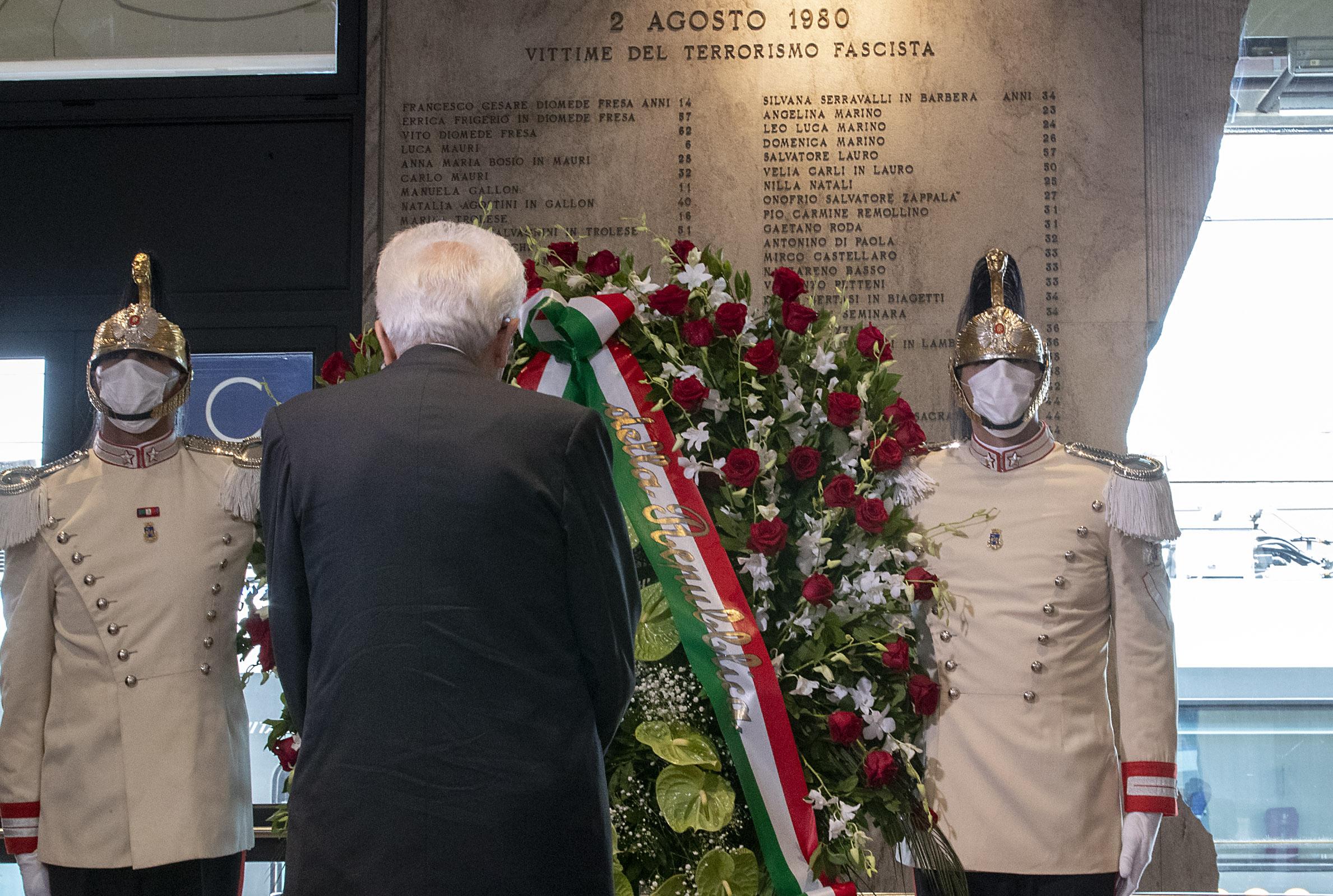"""Strage di Bologna, Mattarella: """"Vicinanza, solidarietà e partecipazione al dolore dei familiari delle vittime"""""""