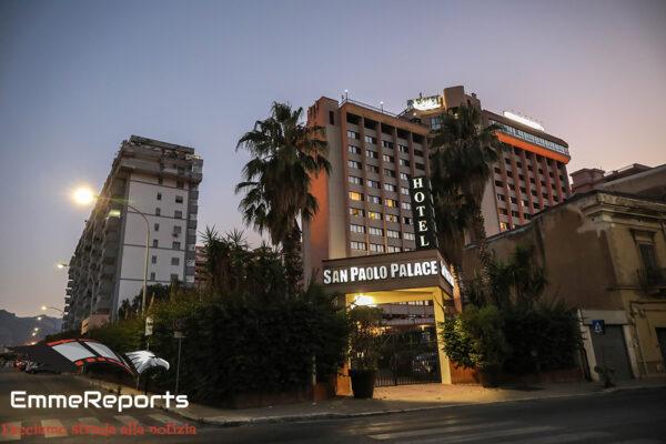 Covid19, 15 migranti positivi trasferiti all'Hotel San Paolo Palace