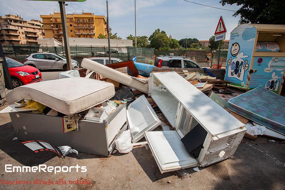 Zisa: cumuli di rifiuti ingombranti